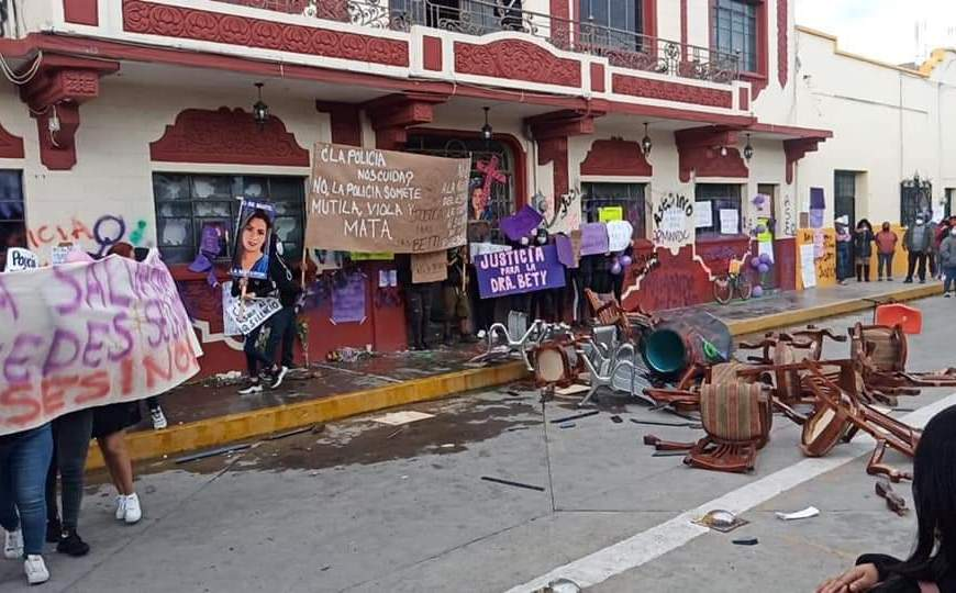 Marcha para pedir justicia por doctora Bety termina en destrozos